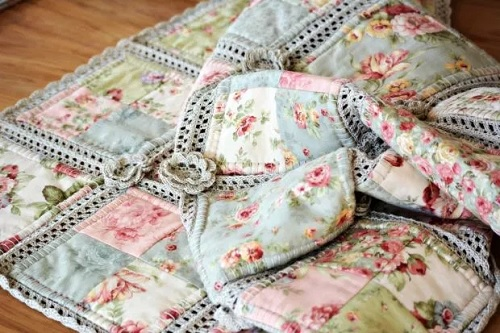 Cotton Yarn Crochet And Fabric Quilt – Pretty Shabby – Quilting Cubby : quilting with yarn - Adamdwight.com