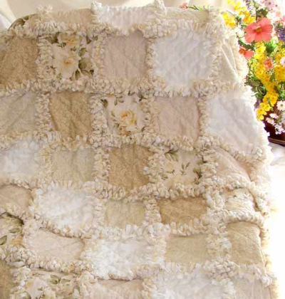 extra raggy quilt cream white and roses