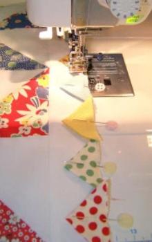 make prairie point for pinwheel lap quilt