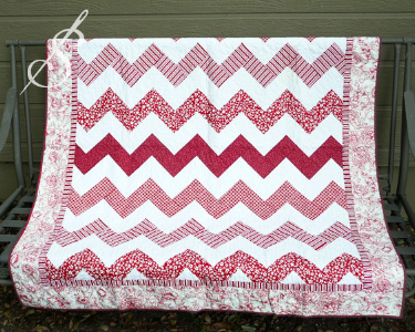 chevron-baby-quilt-red-and-white-fabric