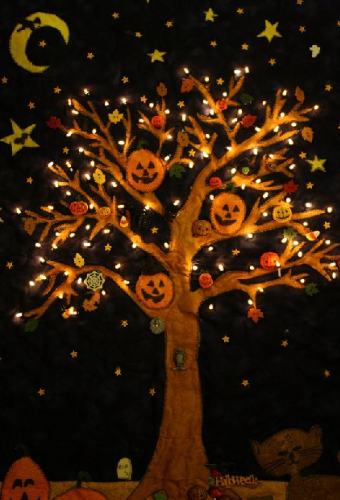 halloween-wall-quilt-tree-with-lights