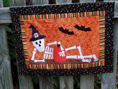 skeleton-halloween-wall-quilt
