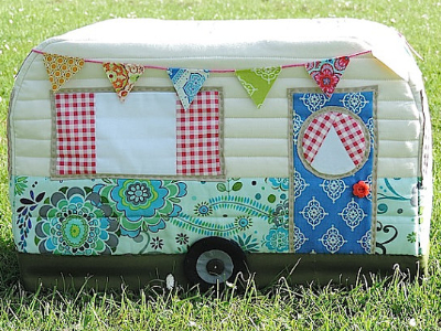 vintage-caravan-sewing-machine-cover-with-button-wheels