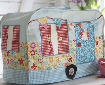 vintage-caravan-sewing-machine-cover-with-handle