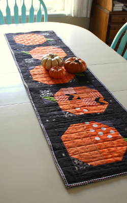 patchwork-pumpkin-table-runner-halloween-fabric
