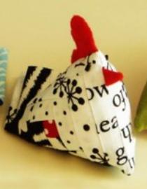 chicken-pin-cushion-free-pattern