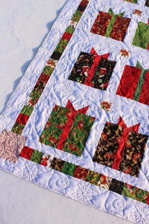 christmas-present-quilt-jolly-holly-fabric-moda