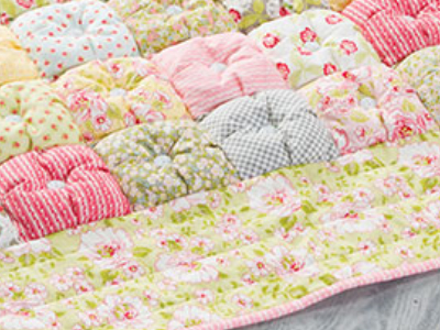 Prettiest Puff Quilt With Buttons Uses A Heap Of Fabric Scraps Best Puff Quilt Patterns