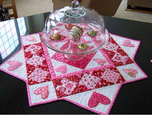 Make the prettiest hearts table topper quilting cubby for Round table runner quilt pattern