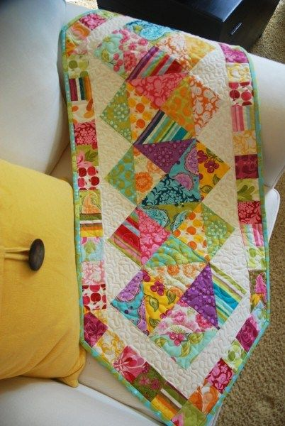 Q2007 Quilted patchwork Easter Table Runner 19 x 41.5