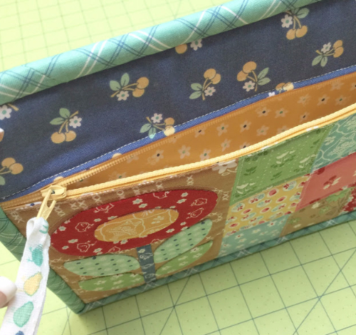easy zippered pouch pretty patchwork with flower