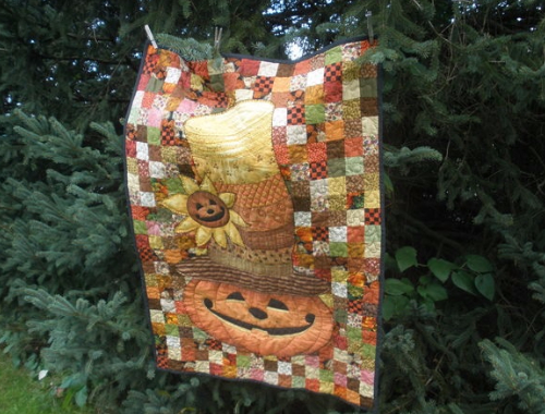 easy patchwork wall quilt using pumpkin fabric panel