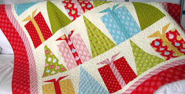 Christmas Quilt Patterns.Hip Holiday Christmas Quilt With Decorated Trees And Gift