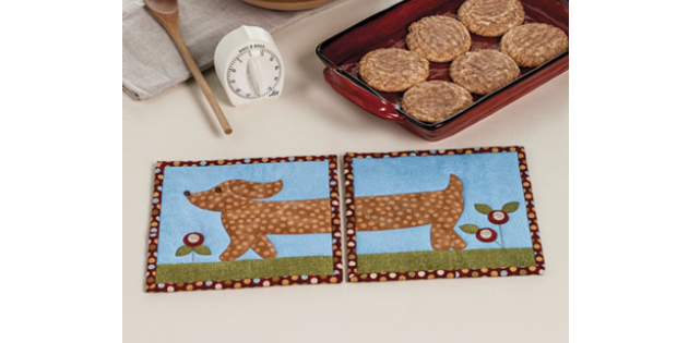 Doxie pot holder from Quilted Cats and Dogs