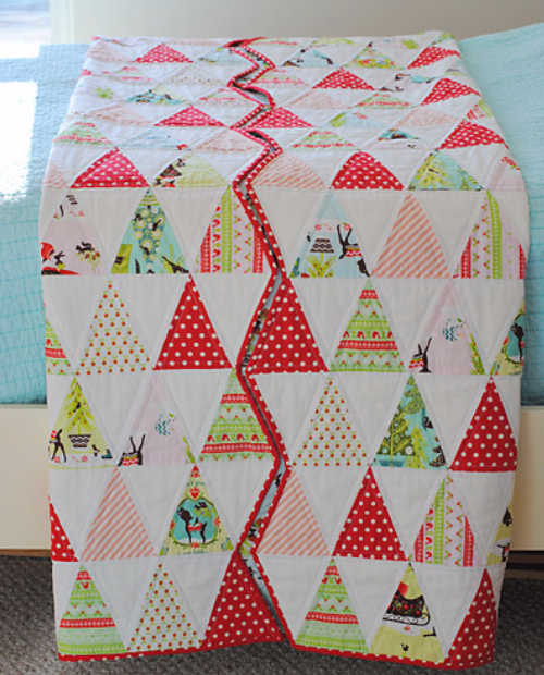 Christmas quilt with zig zag edge