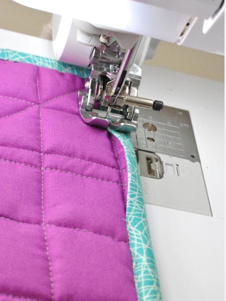 bind a quilt using a walking foot