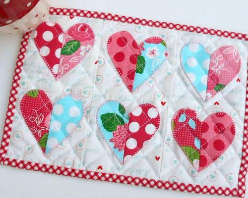 quilted hearts mug rug