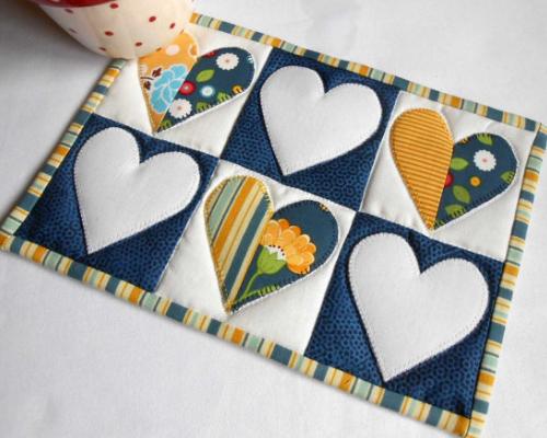 scrappy hearts mug rug
