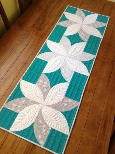 table runner using two fabrics for poinsettia blocks